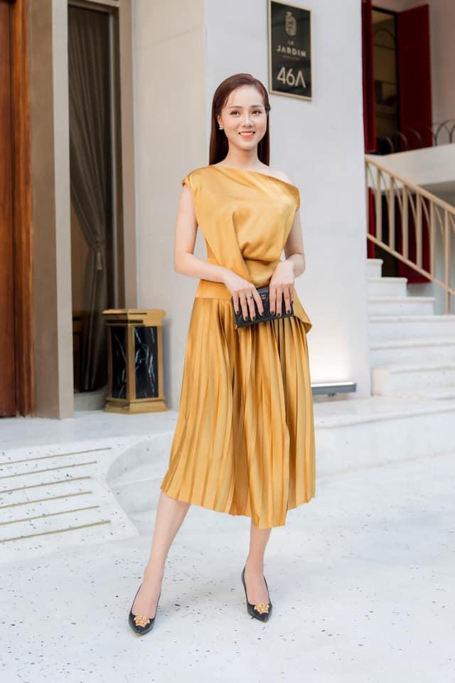 """Ngọc Hà - nữ phóng viên tuổi 32, duyên dáng từ nhan sắc tới phong cách thời trang, khiến """"cô Đẩu"""" trúng sét ngay từ lần đầu phỏng vấn - Ảnh 4."""