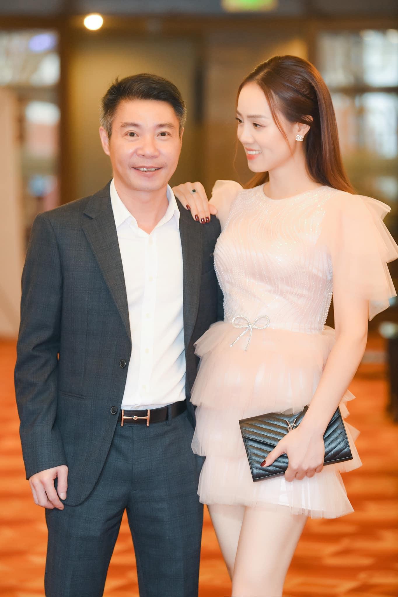 """Ngọc Hà - nữ phóng viên tuổi 32, duyên dáng từ nhan sắc tới phong cách thời trang, khiến """"cô Đẩu"""" trúng sét ngay từ lần đầu phỏng vấn - Ảnh 1."""