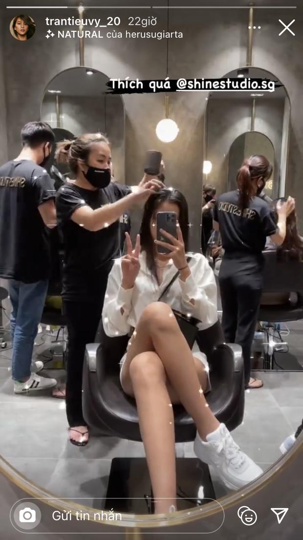 6 salon tóc sao Việt vừa check-in: Xem để biết Hari Won uốn phồng ở đâu, Hòa Minzy nhuộm xanh ở tiệm nào - Ảnh 6.