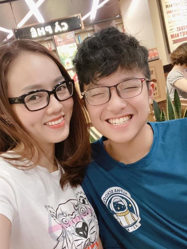 Vài tháng trước khi vợ mới của Công Lý chụp ảnh với Tít, MC Thảo Vân đã nhận xét đúng 5 từ, giờ ngẫm lại càng thấy cô dạy con quá văn minh - Ảnh 2.