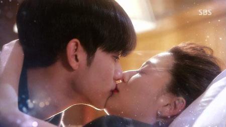 """Ngập tràn cảnh hôn của Kim Soo Hyun và """"mợ chảnh"""" Jun Ji Hyun trong phim """"Vì sao đưa anh tới"""" bất ngờ hot trở lại sau 7 năm phát sóng - Ảnh 4."""