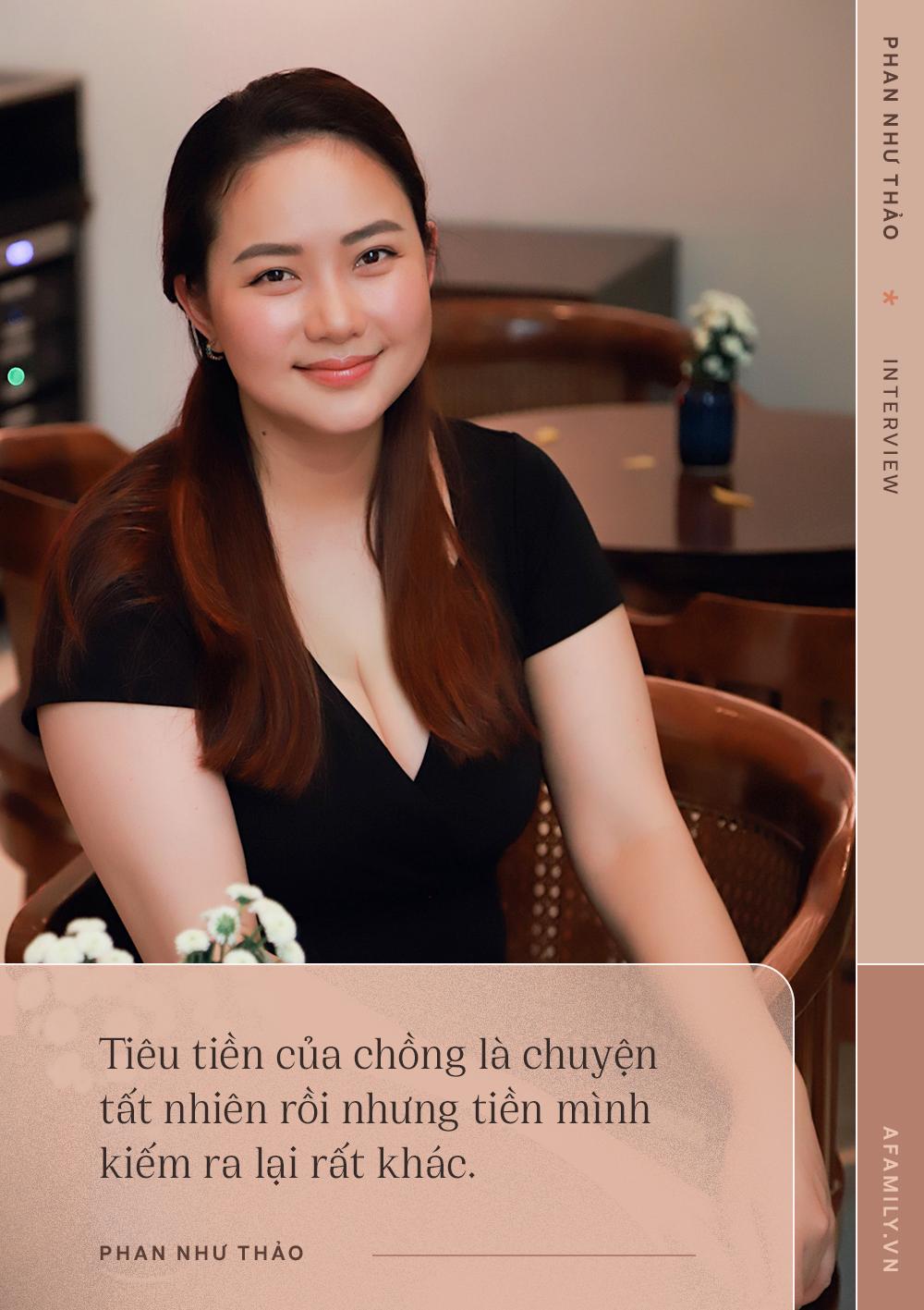 """Phan Như Thảo: Chồng mình yêu tới """"mờ mắt"""" nên vợ béo vẫn thấy hấp dẫn, thậm chí còn bảo sống mà ăn uống khổ sở thì chết đi cho rồi - Ảnh 1."""