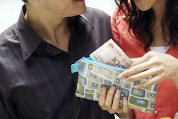 """Đắc ý vì """"bòn tiền"""" của vợ cũ với trò bỉ ổi không tưởng, ai ngờ lần cuối cùng anh ta nhận được """"món quà"""" lớn với lời nhắn """"vạch trần"""" tất cả - Ảnh 1."""