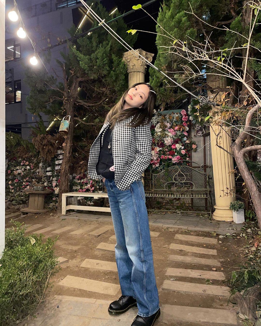 Jennie, Jisoo lăng xê kiểu tóc thắm thơm thời xửa xưa, thế mà trông lại thành trend mới chết! - Ảnh 3.