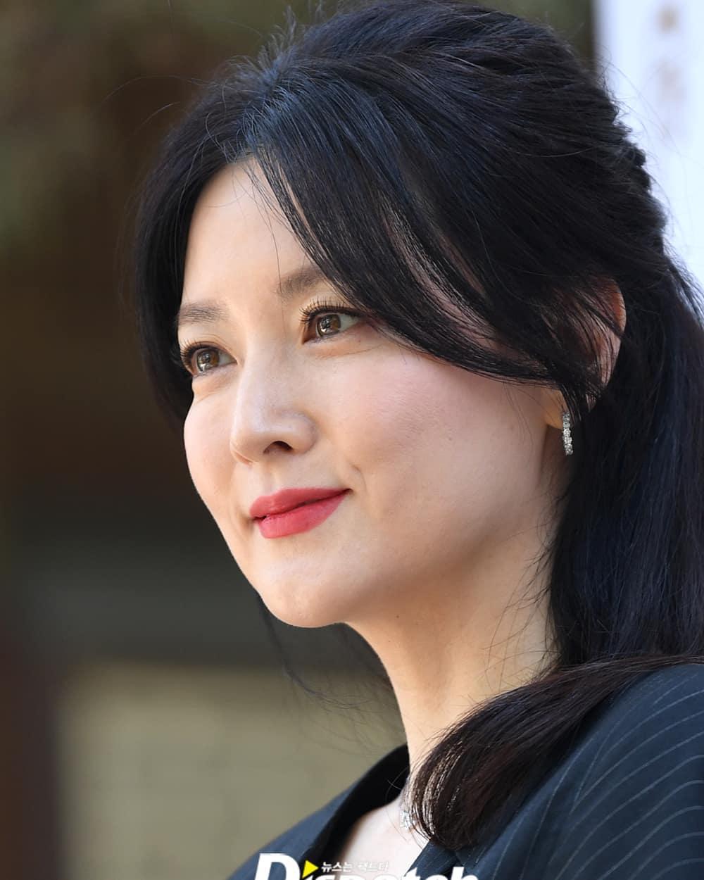Gần 20 năm sau bộ phim Nàng Dae Jang Geum, ở tuổi 50 nữ chính vẫn tự tin với mặt mộc láng mịn: Bí mật nhan sắc nằm ở loại quả mà cô ăn mỗi tối - Ảnh 4.