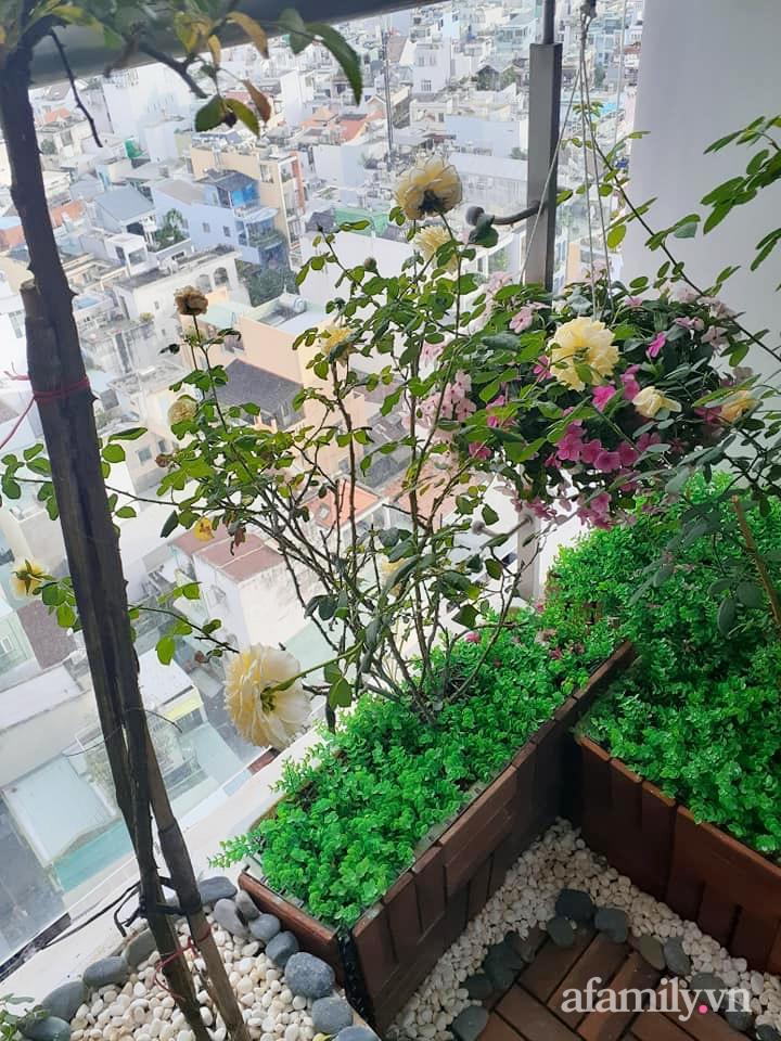 Bà mẹ trẻ Sài Gòn biến ban công trống trơn thành khu vườn ngập tràn hoa lá chỉ với 2,2 triệu đồng - Ảnh 15.
