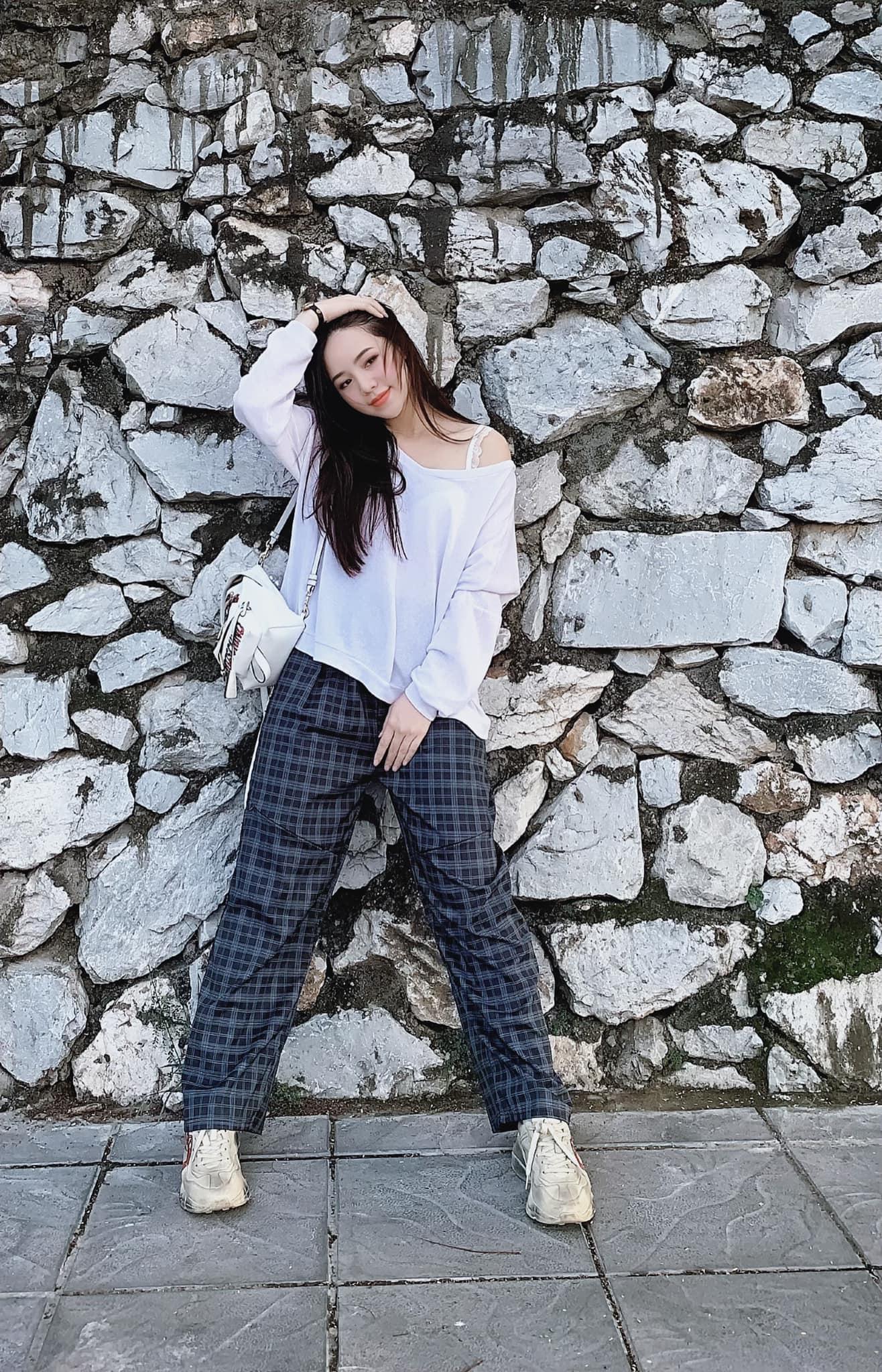 """Instagram look của sao Việt tuần qua: Chi Pu """"quẩy"""" skinny jeans ít ai mặc, Quỳnh Kool diện đồ lộ dây áo lót - Ảnh 7."""