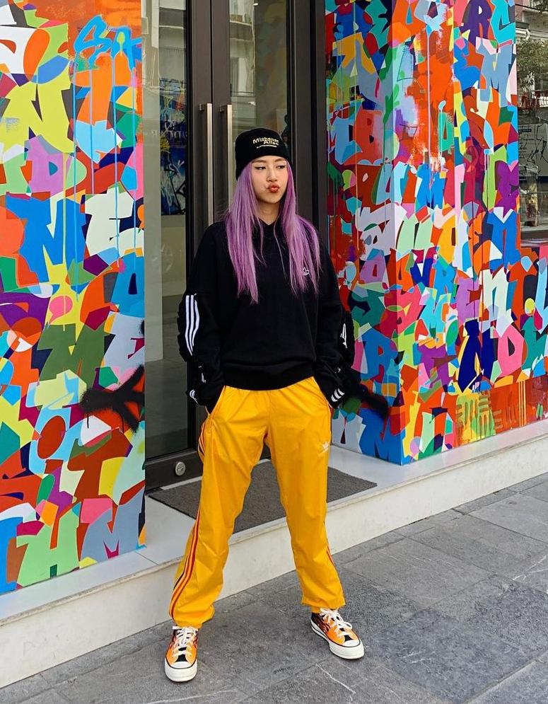 """Instagram look của sao Việt tuần qua: Chi Pu """"quẩy"""" skinny jeans ít ai mặc, Quỳnh Kool diện đồ lộ dây áo lót - Ảnh 2."""