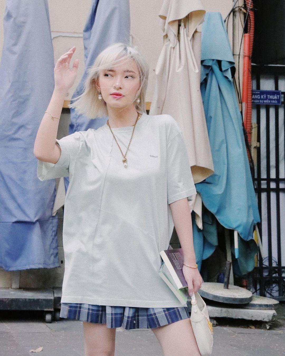"""Instagram look của sao Việt tuần qua: Chi Pu """"quẩy"""" skinny jeans ít ai mặc, Quỳnh Kool diện đồ lộ dây áo lót - Ảnh 6."""