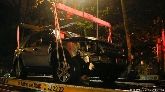 Đức: Xe điên phóng cuồng vào phố đi bộ giết chết 5 người - Ảnh 2.