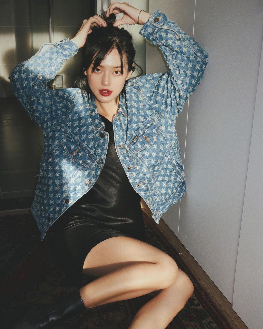 """Instagram look của sao Việt tuần qua: Chi Pu """"quẩy"""" skinny jeans ít ai mặc, Quỳnh Kool diện đồ lộ dây áo lót - Ảnh 9."""