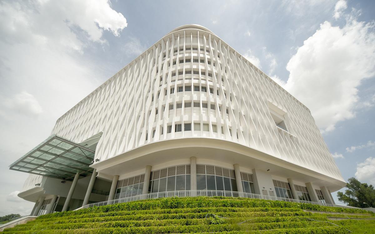 """""""Nhà trắng"""" của sinh viên ở TP.HCM với ngàn góc đẹp sống ảo, độc đáo đến mức được vinh danh tại giải thưởng kiến trúc toàn cầu"""