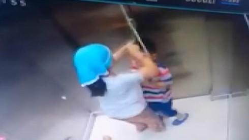 3 đứa trẻ lon ton vào thang máy mà không có người lớn đi cùng, cậu bé 5 tuổi bị thang máy đè chết thương tâm, hiện trường vụ việc gây ám ảnh - Ảnh 5.