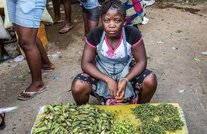 Ghé khu chợ này bạn mua được hải sản kích thước khủng rẻ hơn rau, tôm hùm chỉ khoảng 100 nghìn/kg - Ảnh 2.