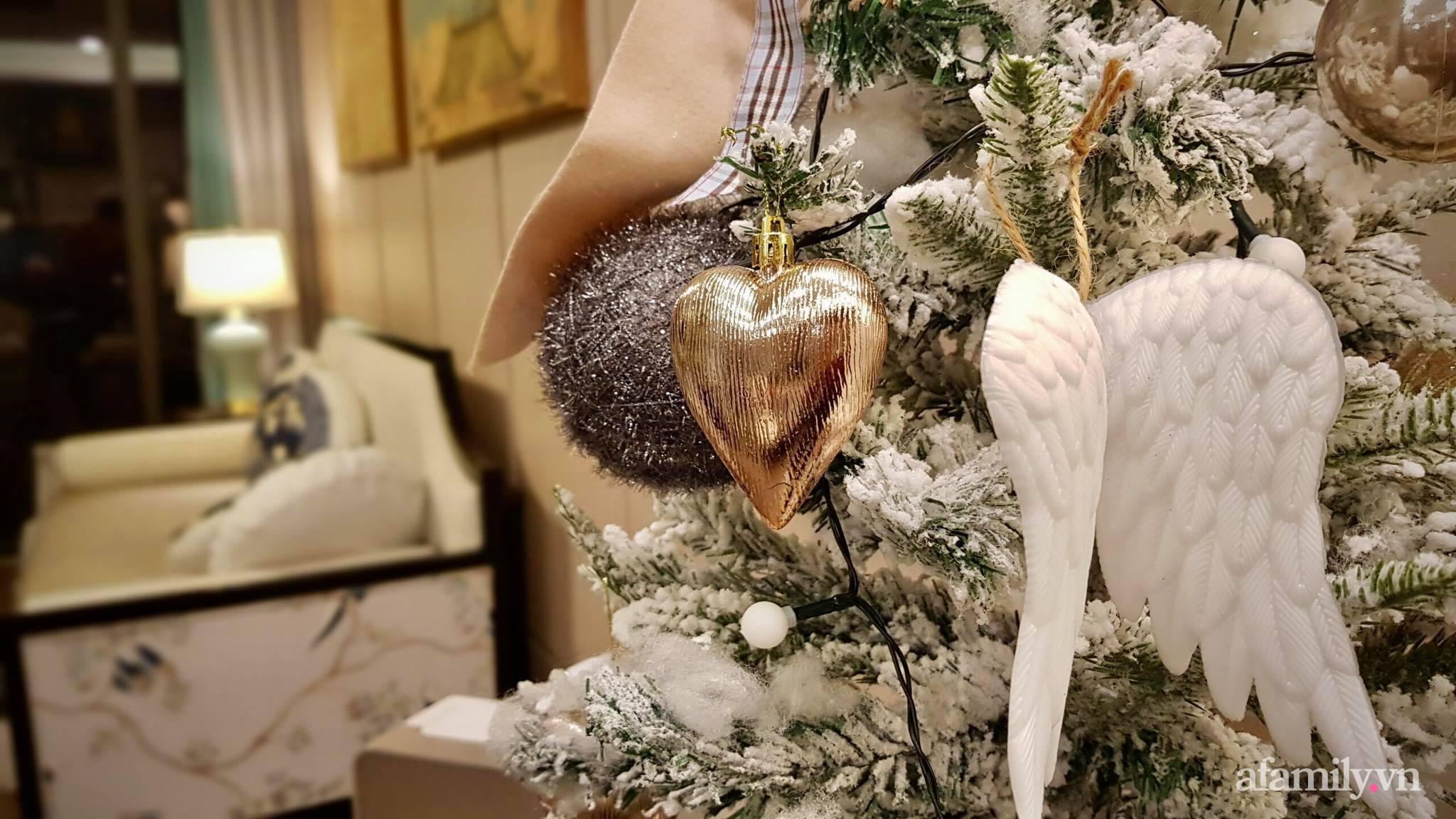 """Căn hộ """"thắp sáng"""" những sắc màu giúp từng góc nhỏ thêm ấm cúng đón Giáng sinh ở Hà Nội - Ảnh 1."""