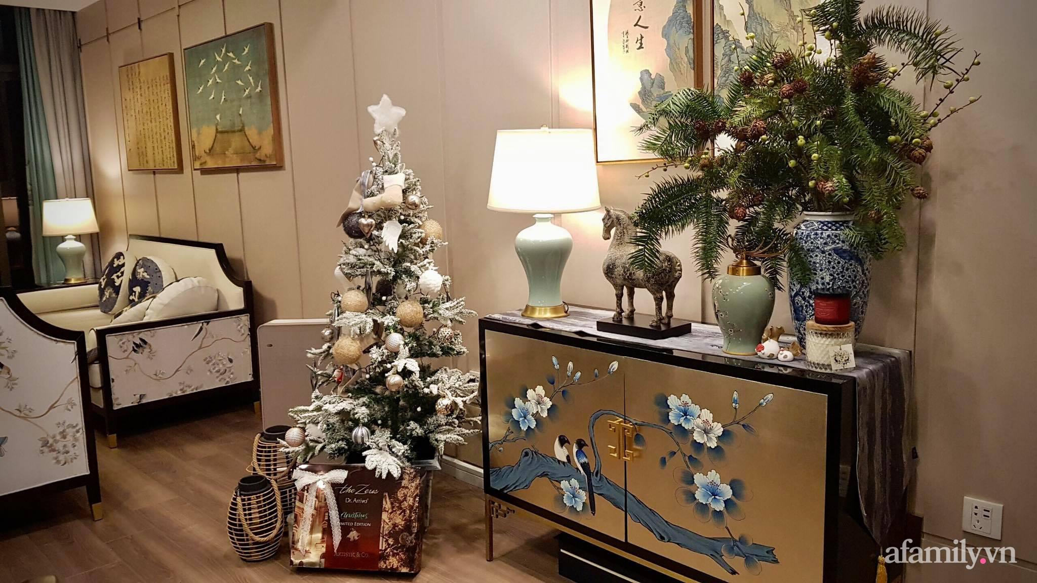 """Căn hộ """"thắp sáng"""" những sắc màu giúp từng góc nhỏ thêm ấm cúng đón Giáng sinh ở Hà Nội - Ảnh 2."""