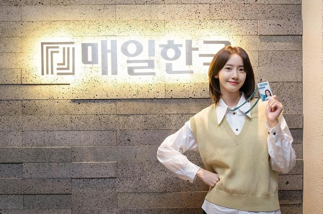 Mix & Phối - Style công sở của Yoona từ phim ra ngoài đời đều chuẩn đẹp, hội chị em học thì đi làm chẳng lo mặc xấu - chanvaydep.net 6