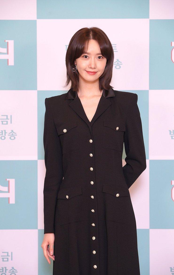 Style công sở của Yoona từ phim ra ngoài đời đều chuẩn đẹp và thanh lịch, lại đơn giản ai cũng áp dụng được - Ảnh 5.