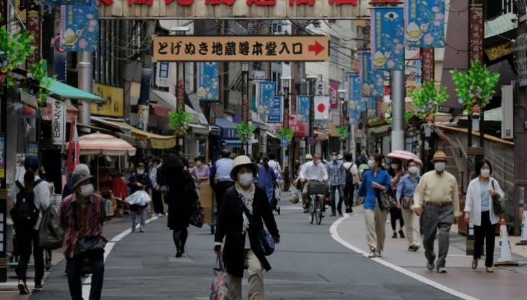 Bóng ma ám ảnh người Nhật: Đất nước sắp thừa vaccine cho toàn bộ dân số, nhưng họ phải vượt qua ký ức kinh hoàng đang còn đó - Ảnh 5.