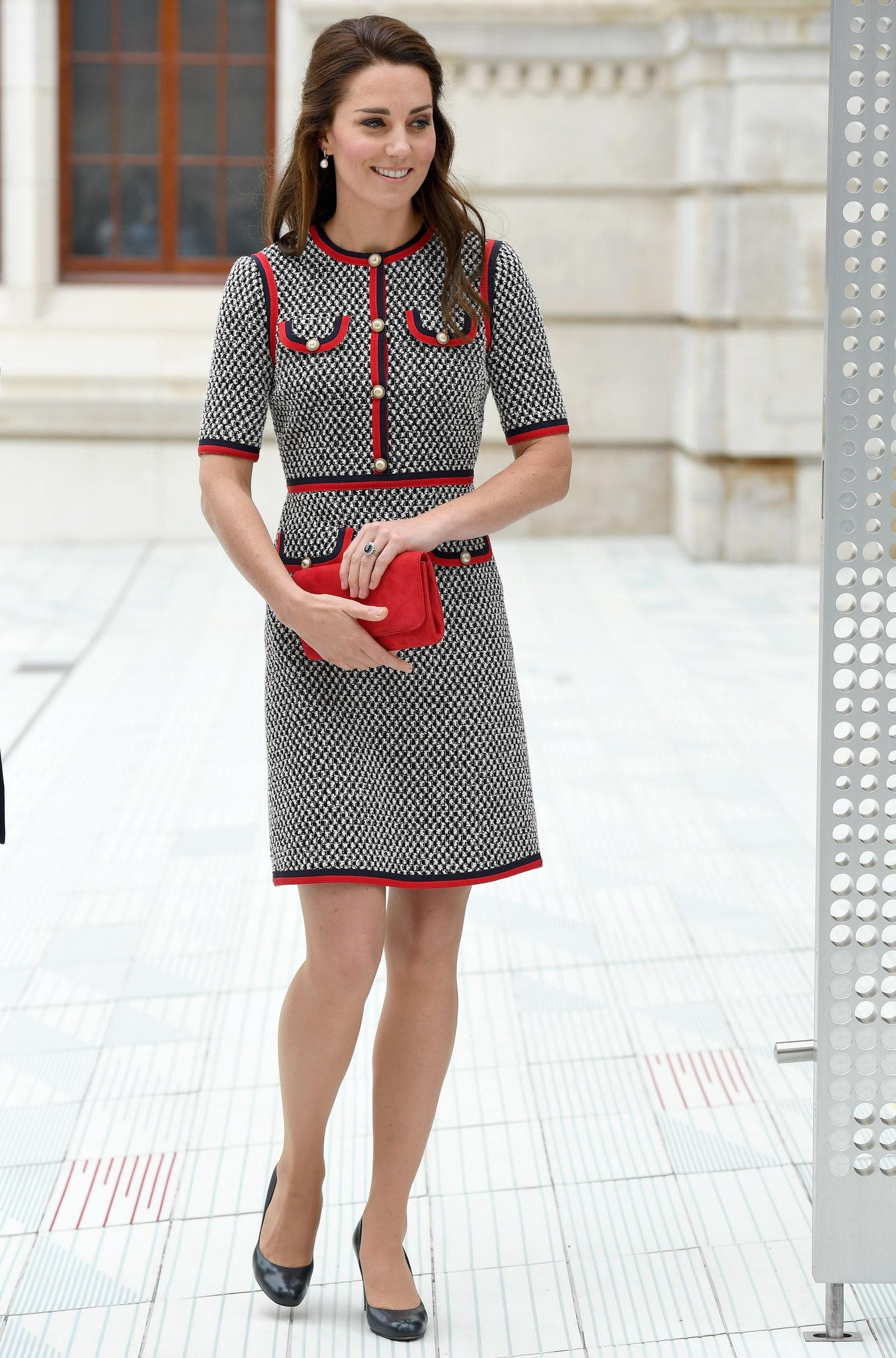 Công nương Kate chỉ ra kiểu áo khoác sang chảnh bất chấp thời gian, đã thế còn cực dễ mặc và tôn dáng đỉnh cao - Ảnh 3.