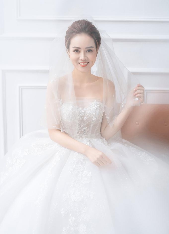 2/3 số váy cưới của vợ Công Lý là thiết kế riêng, hé lộ mẫu váy sẽ mặc trong ngày trọng đại - Ảnh 5.