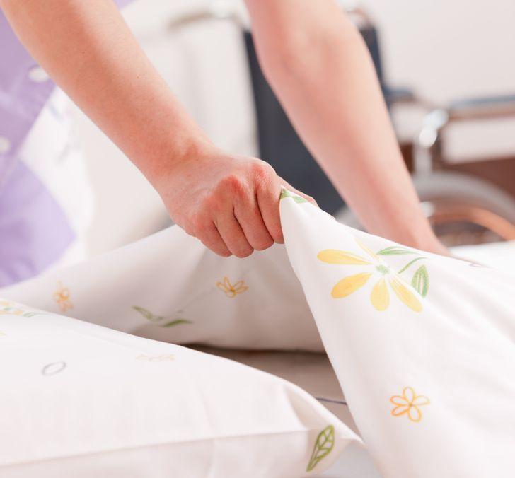 Những sai lầm phổ biến trong trang trí phòng ngủ khiến không gian tẻ nhạt - Ảnh 9.