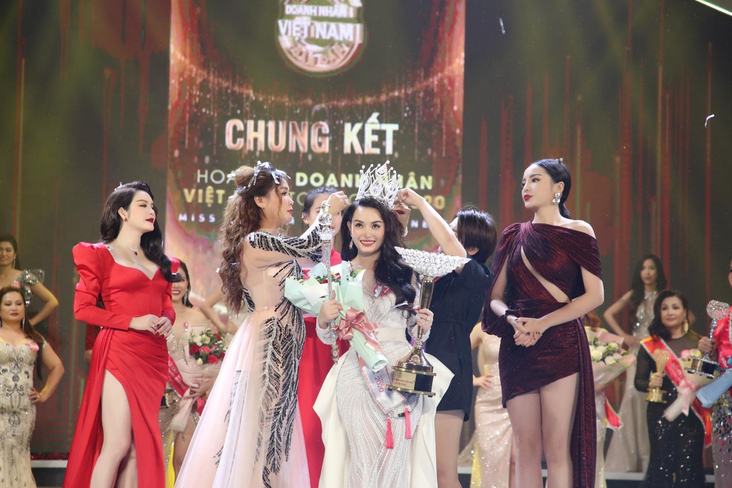Doanh nhân Vũ Thị Ngọc Anh đăng quang Hoa hậu Doanh nhân Việt Nam Toàn cầu 2020 - Ảnh 1.