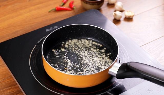 Không chiên cũng chẳng luộc, chế biến đậu hũ theo cách này sẽ tạo ra hương vị mới lạ, đặc biệt phù hợp với hội chị em cứ đến đêm là đói! - Ảnh 3.
