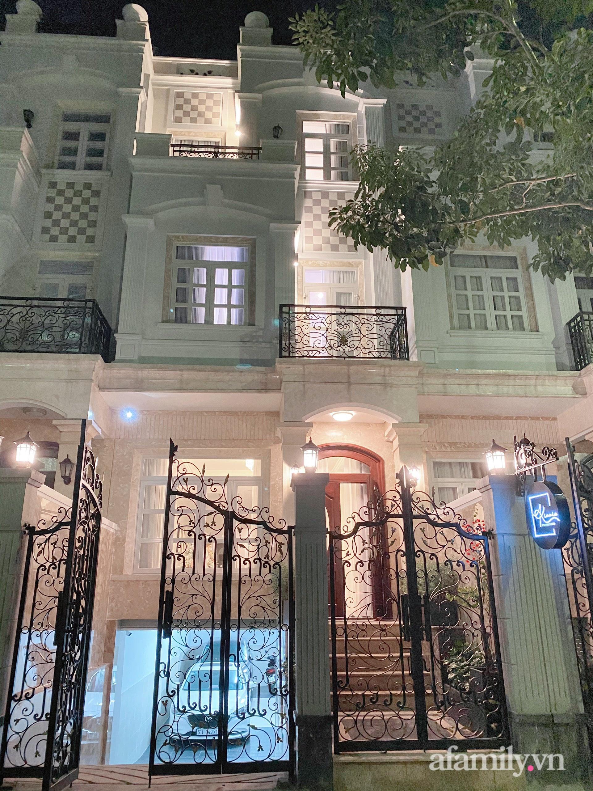 Nhà phố 78m² đẹp tiện nghi góc nào cũng chill với phong cách tân cổ điển ở Sài Gòn - Ảnh 1.