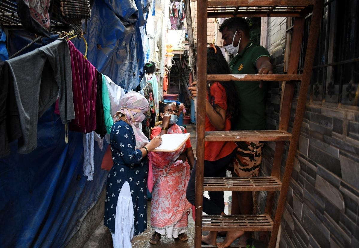 Ấn Độ: Lần đầu tiên sau 9 tháng, khu ổ chuột lớn nhất châu Á không có ca Covid-19 mới - Ảnh 1.