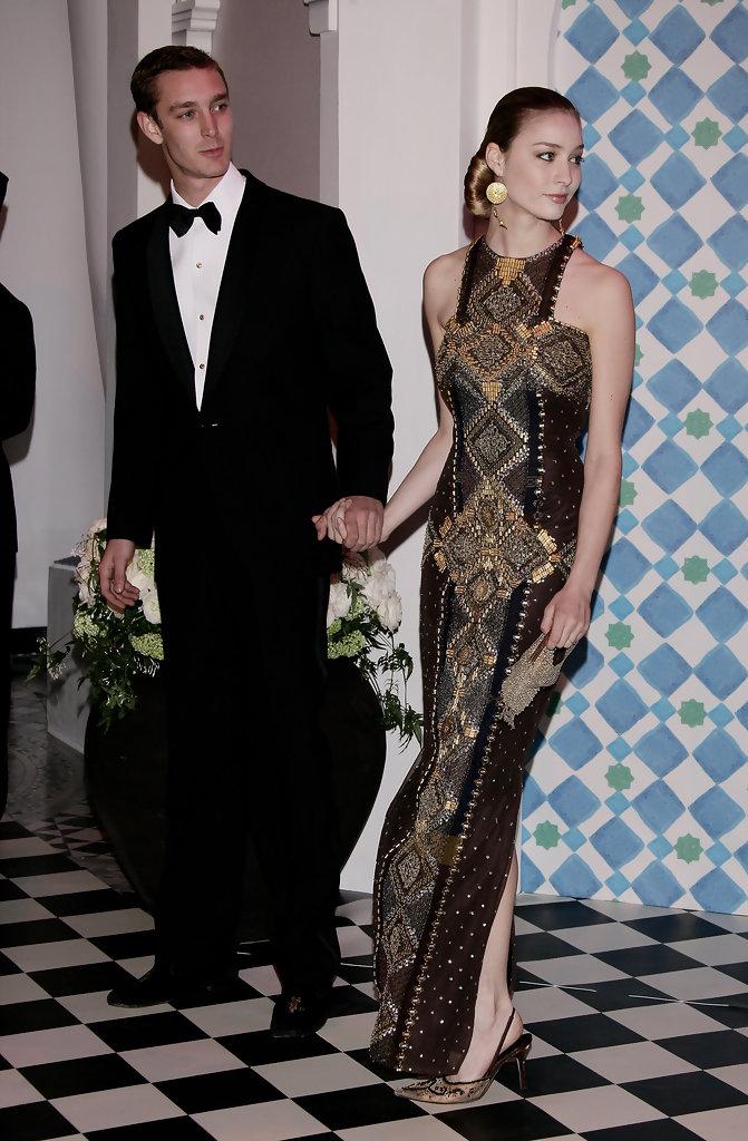 Vợ của Hoàng tử đẹp trai nhất châu Âu: Dung mạo xinh đẹp mĩ miều ở tuổi 35, gu thời trang chuẩn Hoàng gia dù là người ngoại đạo - Ảnh 11.