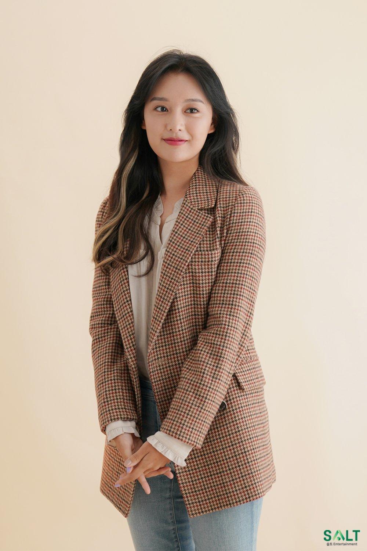 Mix & Phối - Style của Kim Ji Won trong phim mới: Đơn giản mà siêu xinh tươi lãng mạn, nhìn là muốn học theo bằng hết - chanvaydep.net 4