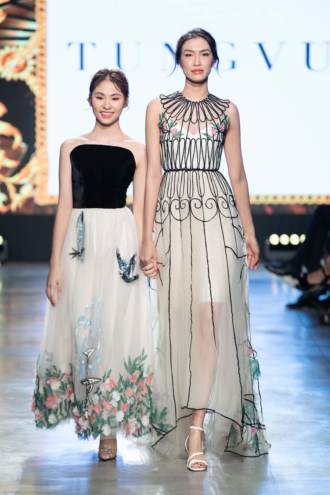 Mix & Phối - Mẫu nhí Bảo Hà catwalk với trăn khổng lồ, Á hậu Thúy Vân diện crop top khoe vòng eo sau sinh 2 tháng tại Fashion Festival 2020 - chanvaydep.net 3