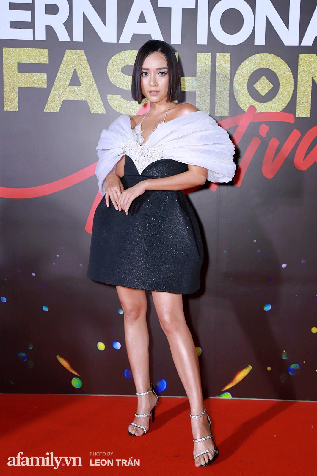 """Fashion Festival ngày cuối: Midu đẹp tựa thần tiên, nhưng giật spotlight lại là gương mặt """"mới cứng"""" của showbiz Việt  - Ảnh 11."""