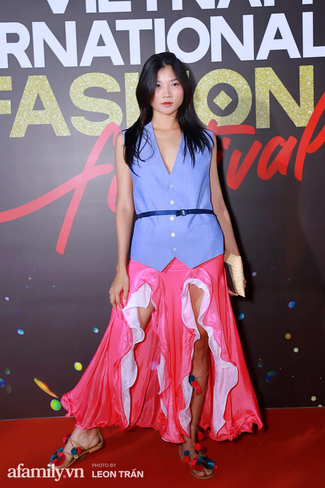 """Fashion Festival ngày cuối: Midu đẹp tựa thần tiên, nhưng giật spotlight lại là gương mặt """"mới cứng"""" của showbiz Việt  - Ảnh 15."""