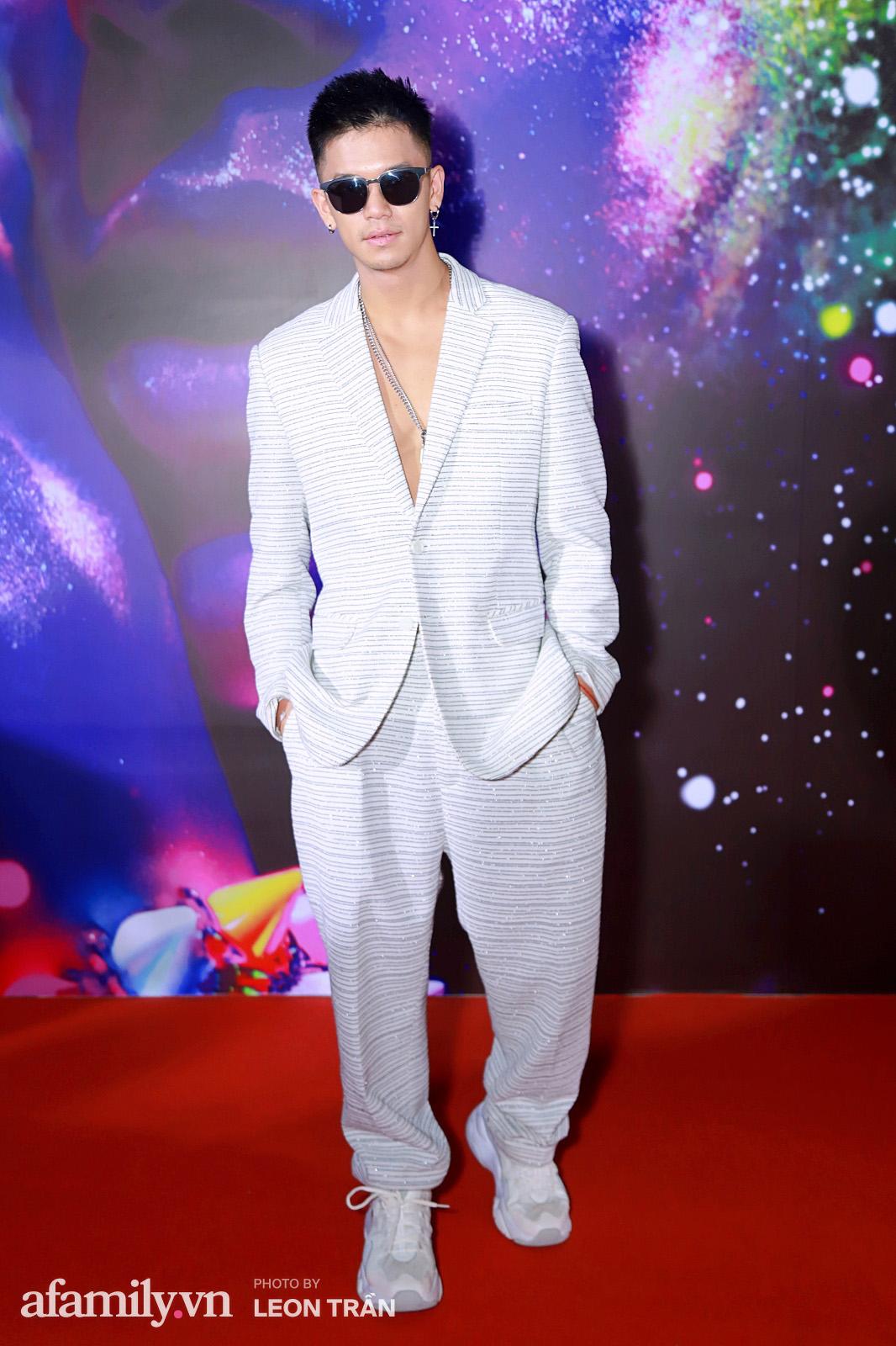 """Fashion Festival ngày cuối: Midu đẹp tựa thần tiên, nhưng giật spotlight lại là gương mặt """"mới cứng"""" của showbiz Việt  - Ảnh 23."""