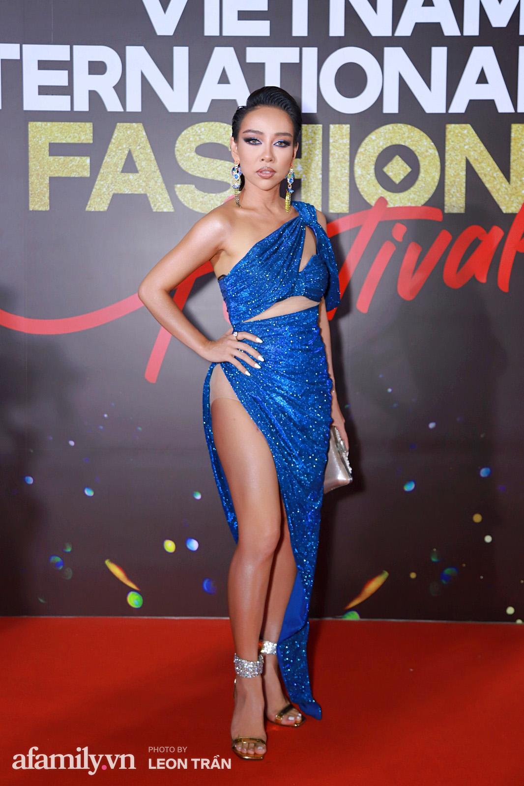 """Fashion Festival ngày cuối: Midu đẹp tựa thần tiên, nhưng giật spotlight lại là gương mặt """"mới cứng"""" của showbiz Việt  - Ảnh 18."""