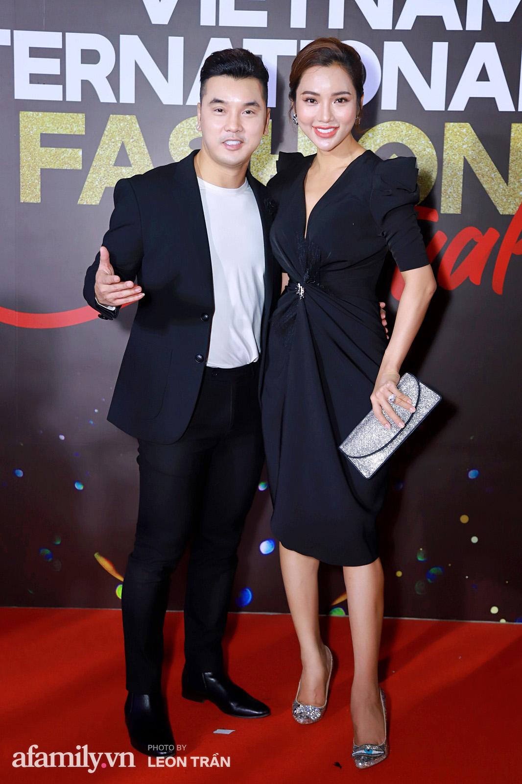 """Fashion Festival ngày cuối: Midu đẹp tựa thần tiên, nhưng giật spotlight lại là gương mặt """"mới cứng"""" của showbiz Việt  - Ảnh 1."""