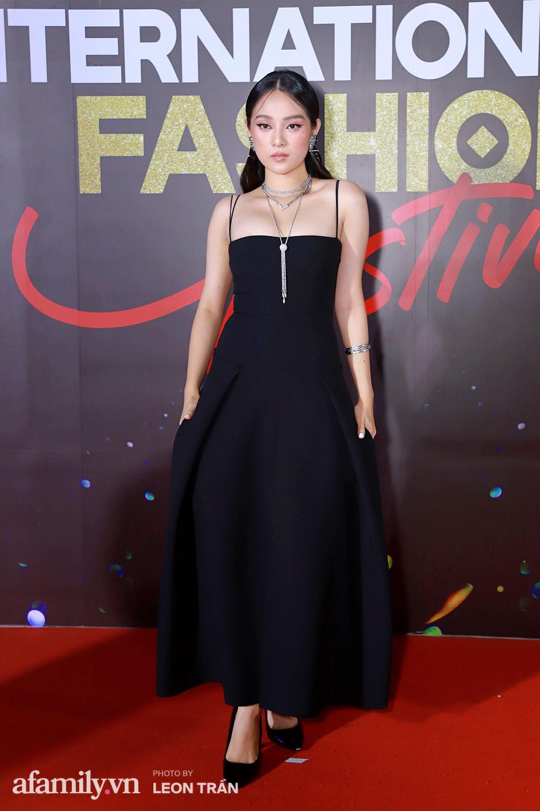 """Fashion Festival ngày cuối: Midu đẹp tựa thần tiên, nhưng giật spotlight lại là gương mặt """"mới cứng"""" của showbiz Việt  - Ảnh 6."""