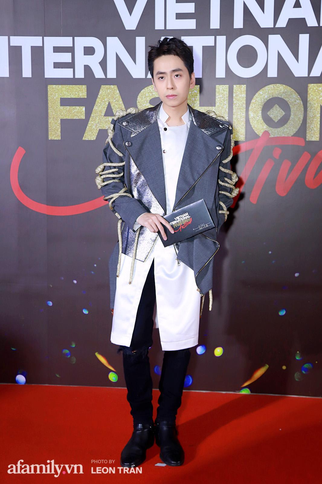"""Fashion Festival ngày cuối: Midu đẹp tựa thần tiên, nhưng giật spotlight lại là gương mặt """"mới cứng"""" của showbiz Việt  - Ảnh 20."""