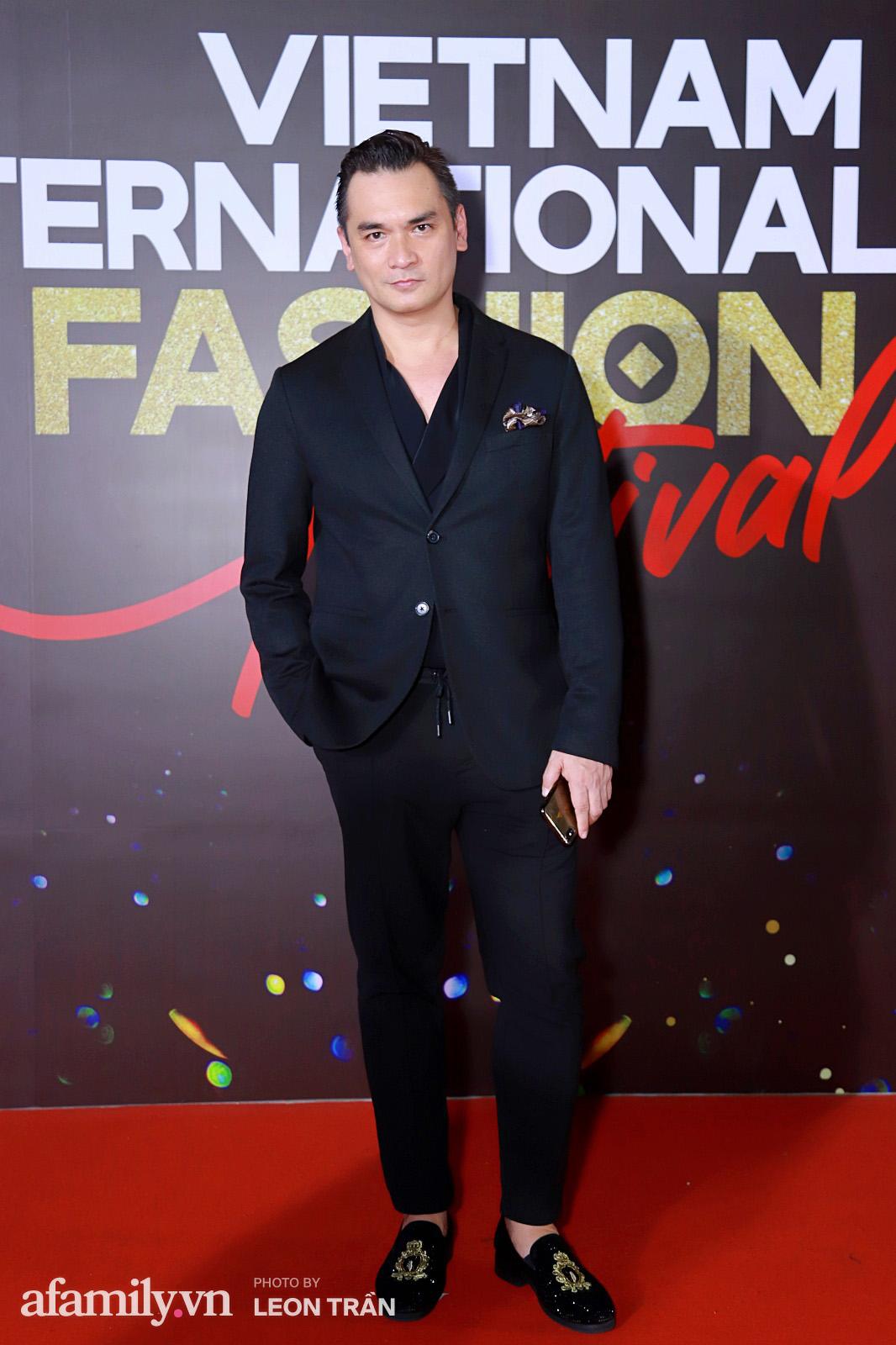 """Fashion Festival ngày cuối: Midu đẹp tựa thần tiên, nhưng giật spotlight lại là gương mặt """"mới cứng"""" của showbiz Việt  - Ảnh 21."""
