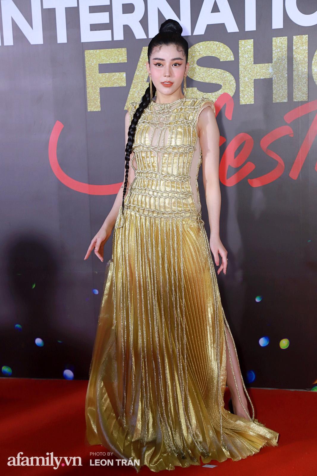 """Fashion Festival ngày cuối: Midu đẹp tựa thần tiên, nhưng giật spotlight lại là gương mặt """"mới cứng"""" của showbiz Việt  - Ảnh 10."""