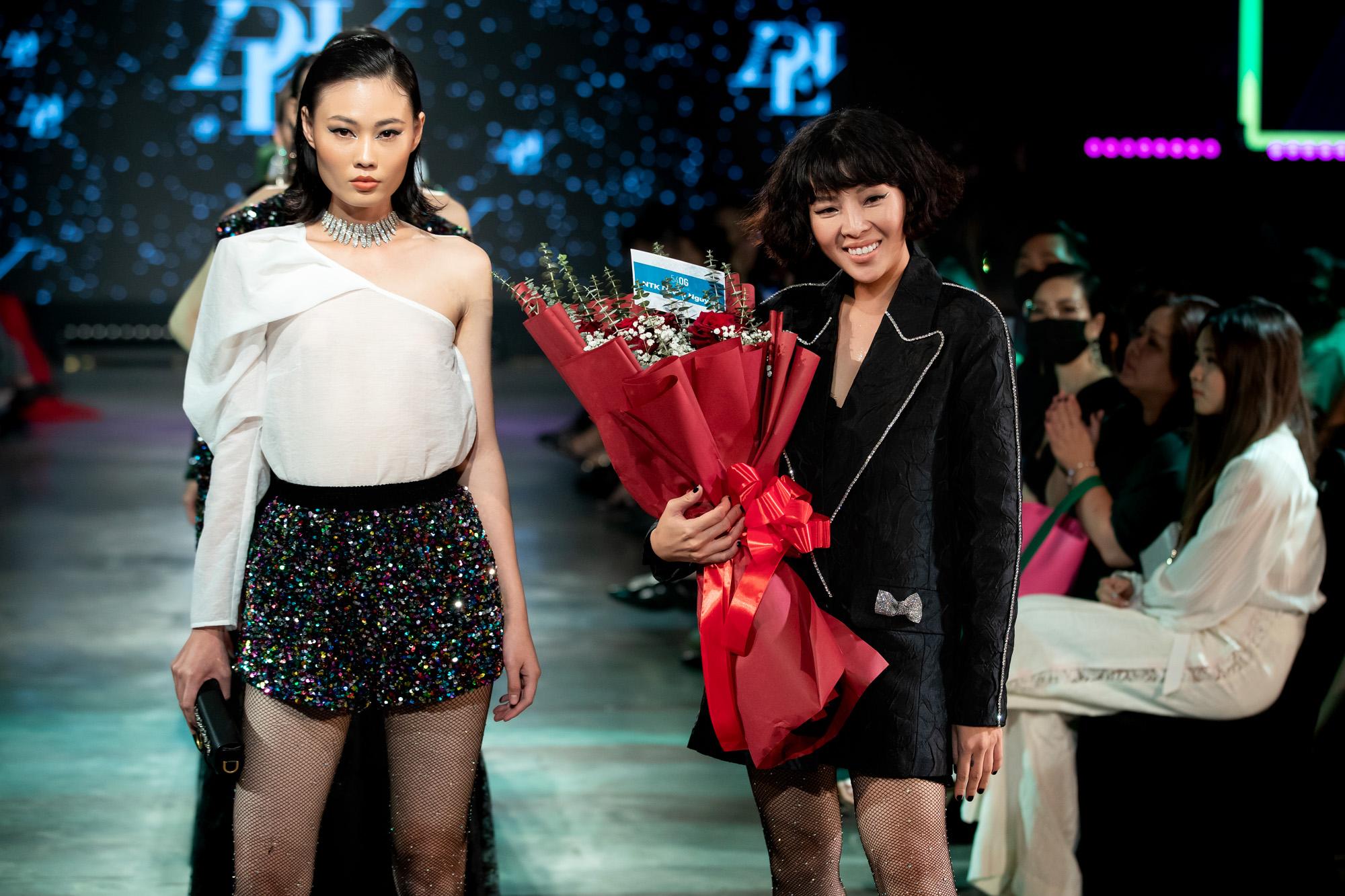 """Nàng """"Á hậu rapper"""" khoe ngực khủng sexy tột cùng cùng Á hậu Lệ Hằng """"nửa kín nửa hở"""" thiêu đốt sàn runway Fashion Festival ngày 3 - Ảnh 6."""
