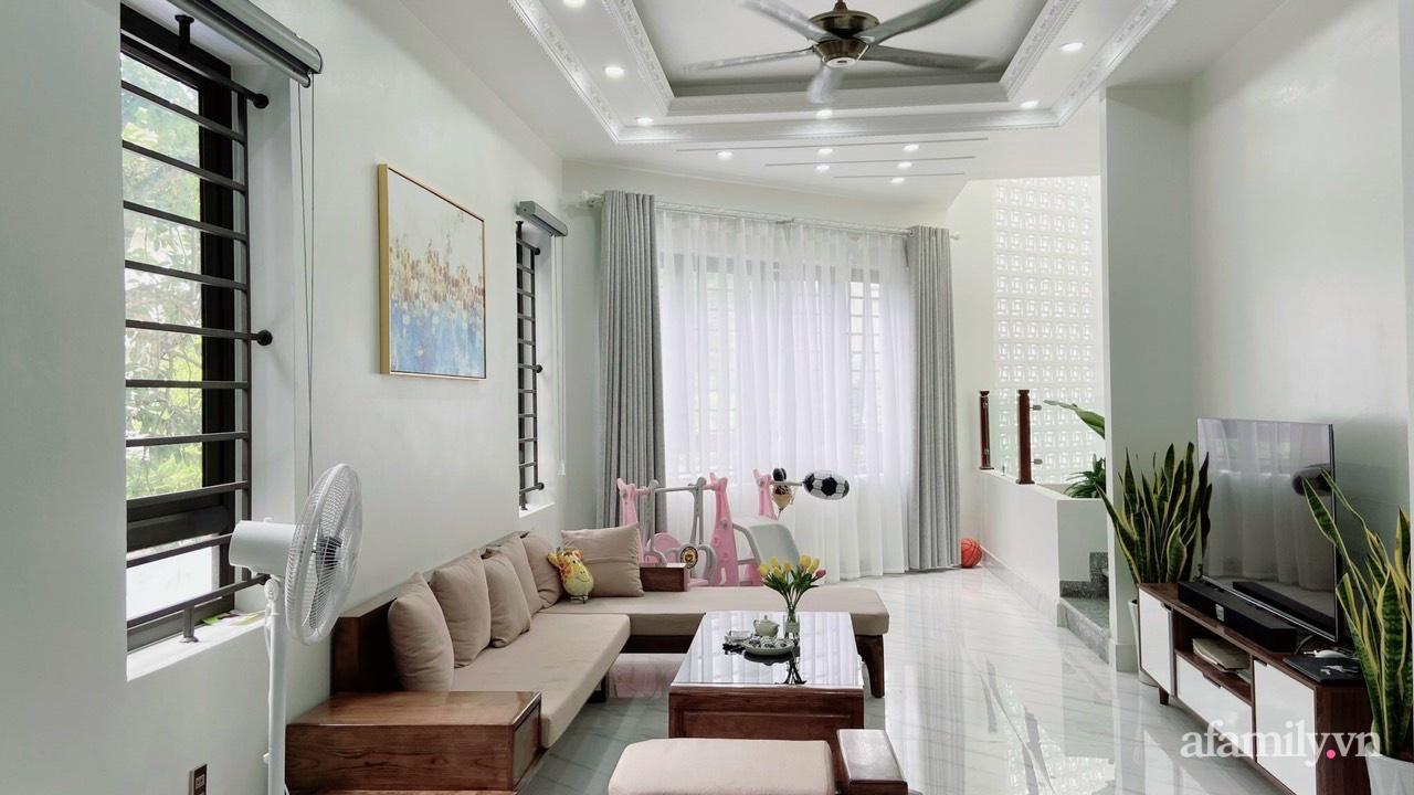Từ lô đất méo mó vát góc, KTS thiết kế căn nhà đẹp mỹ mãn dành cho vợ chồng trẻ ở TP. Hải Dương có chi phí nội thất 150 triệu đồng - Ảnh 4.