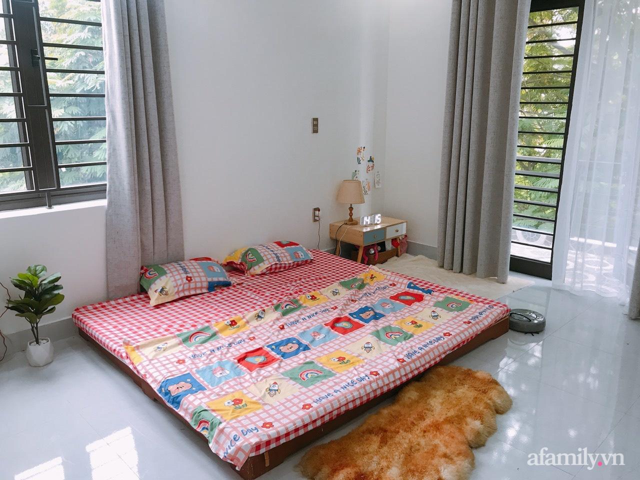 Từ lô đất méo mó vát góc, KTS thiết kế căn nhà đẹp mỹ mãn dành cho vợ chồng trẻ ở TP. Hải Dương có chi phí nội thất 150 triệu đồng - Ảnh 13.