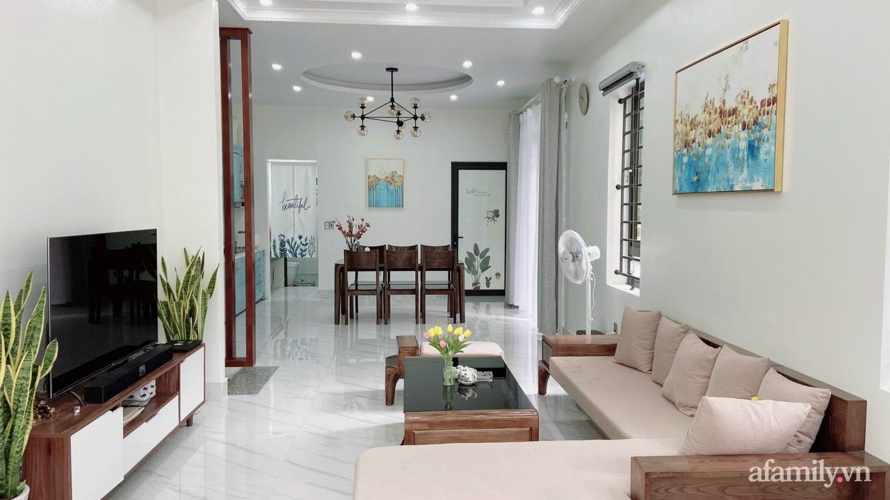 Từ lô đất méo mó vát góc, KTS thiết kế căn nhà đẹp mỹ mãn dành cho vợ chồng trẻ ở TP. Hải Dương có chi phí nội thất 150 triệu đồng - Ảnh 3.
