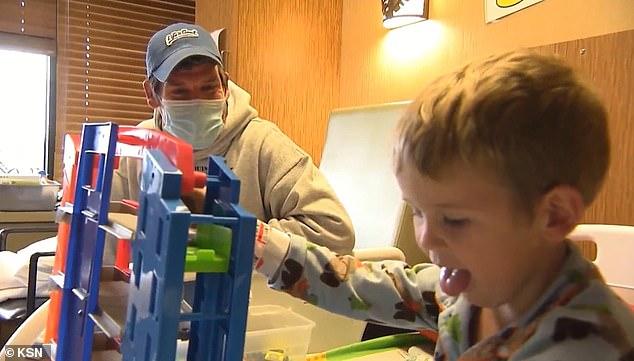 Bé trai 3 tuổi tại Mỹ bị đột quỵ sau khi mắc COVID-19 - Ảnh 2.