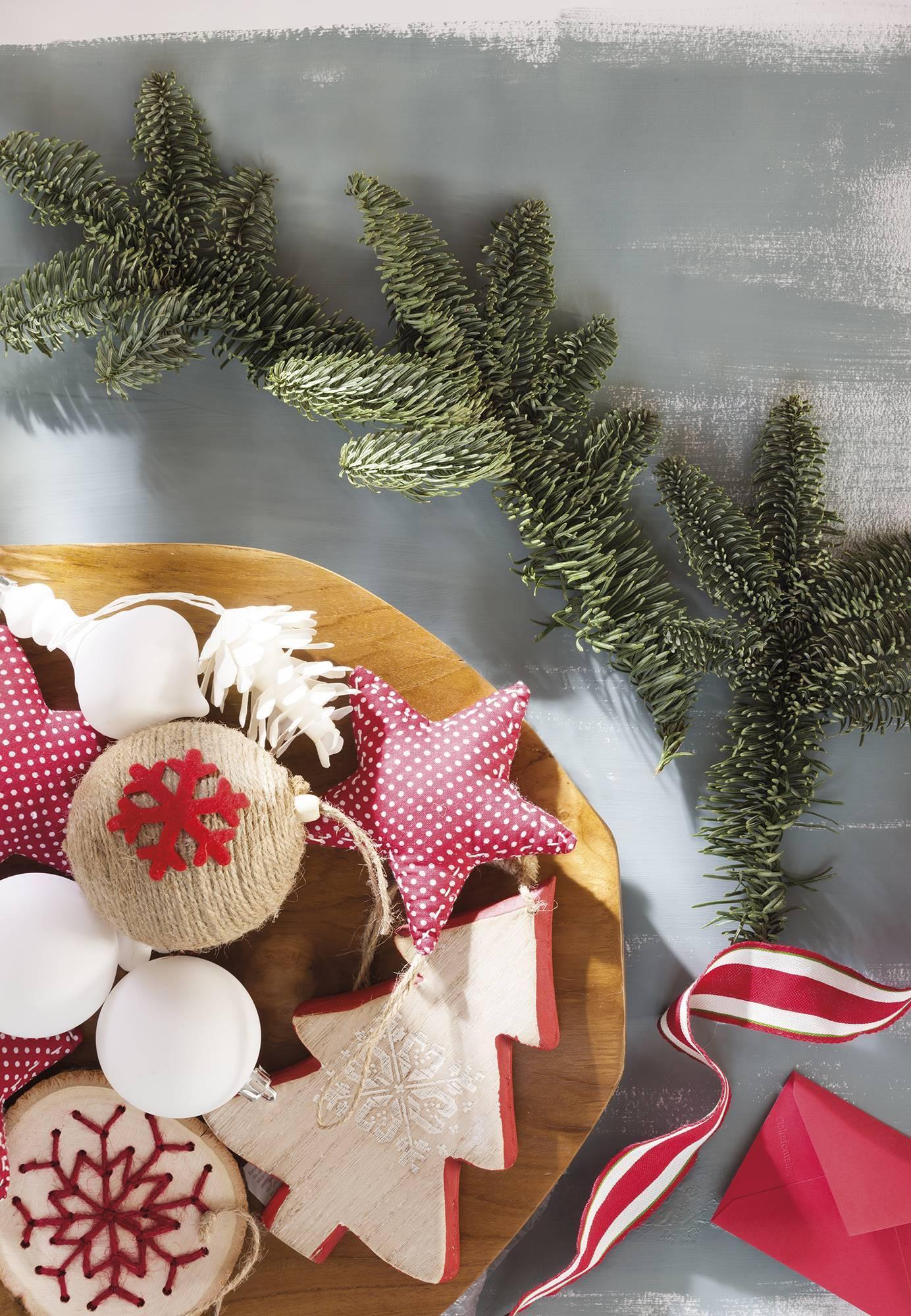 Căn nhà bừng sáng lung linh mùa Giáng sinh nhờ khéo mix đồ trang trí - Ảnh 5.