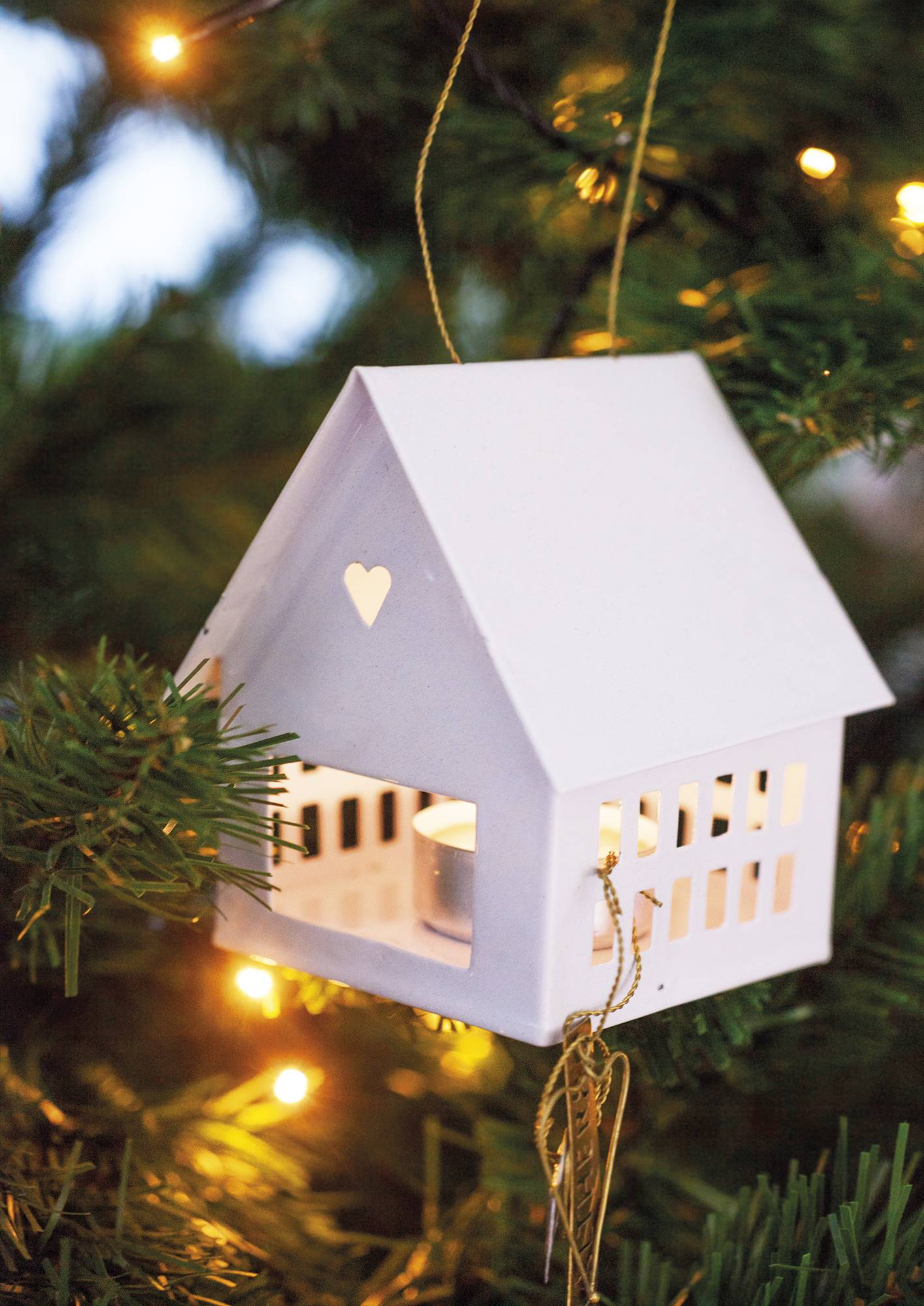 Căn nhà bừng sáng lung linh mùa Giáng sinh nhờ khéo mix đồ trang trí - Ảnh 3.