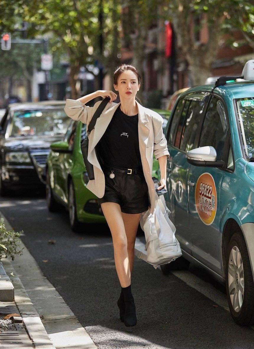 Đệ nhất mỹ nhân mặc đẹp nhất màn ảnh Hoa ngữ hiện tại: Gây bão mạng vì thay quá nhiều quần áo trong một tập phim - Ảnh 2.
